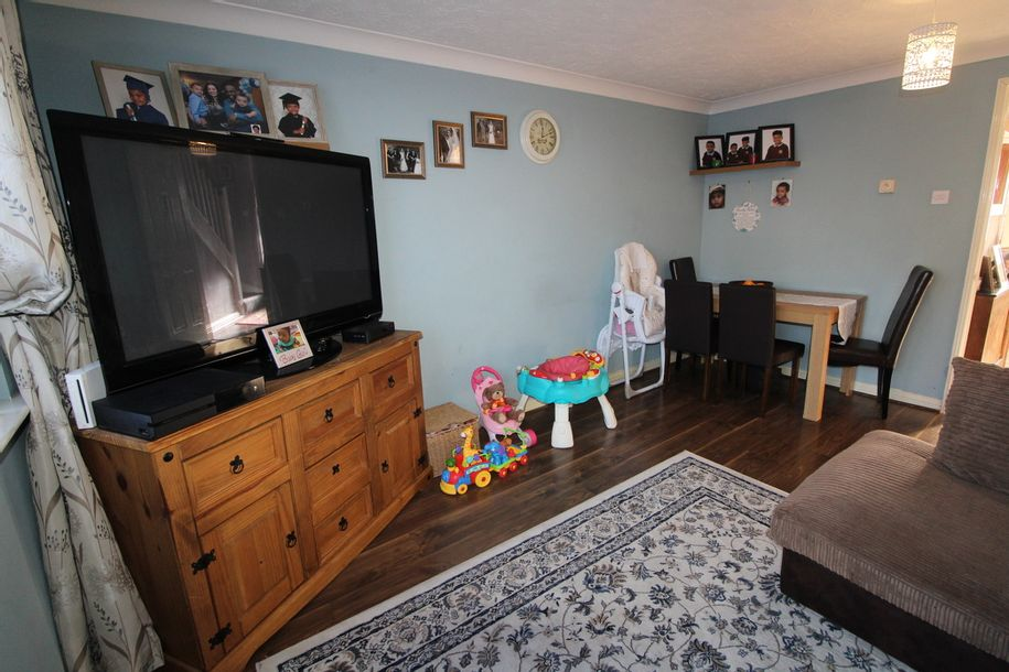 2 bedroom house in Slough - Slough
