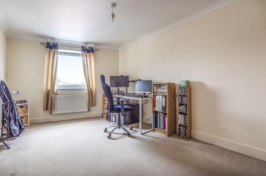 2 bedroom apartment in Walton-on-Thames - Surrey