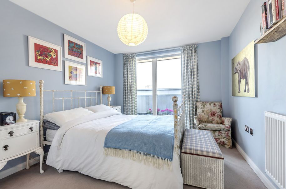 2 bedroom apartment in Kensington and Chelsea