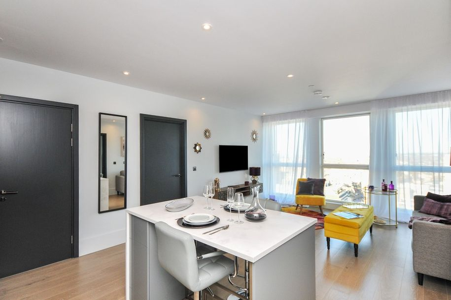 Leon House - 2 bed apartment in Croydon