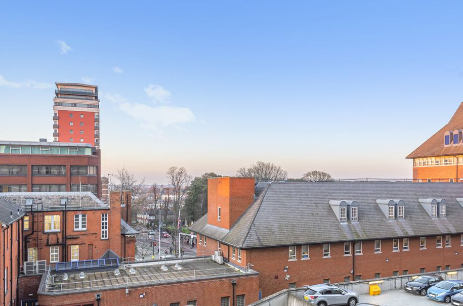 Resales - 1 bed apartment in Sutton