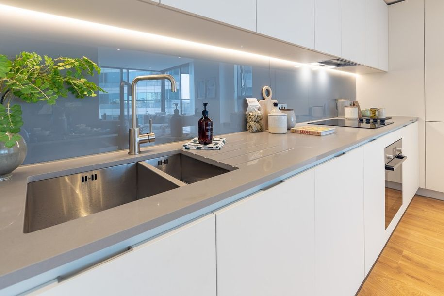 Hampton Tower at SQP - 2 bed apartment in Tower Hamlets