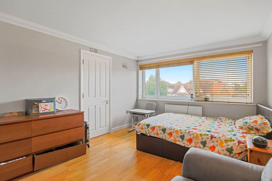 3 bedroom apartment in Lambeth