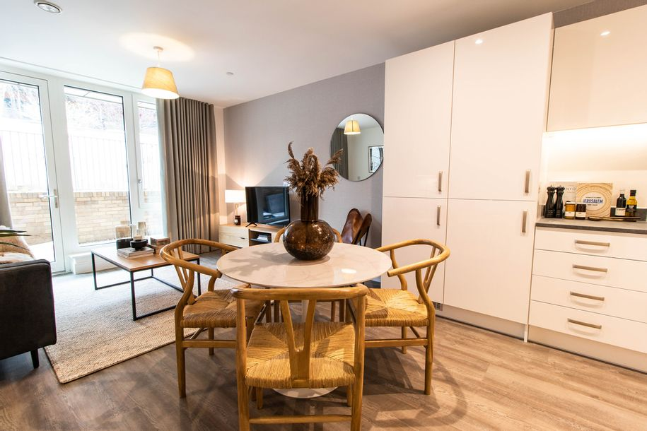 Padcroft - 3 bed apartment in Hillingdon