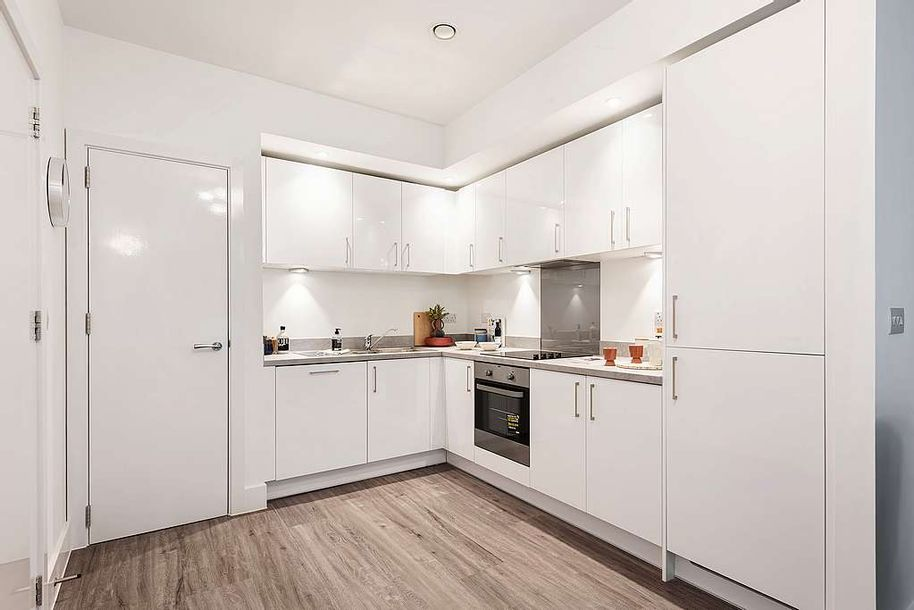 Junction West - 3 bed apartment in Ealing
