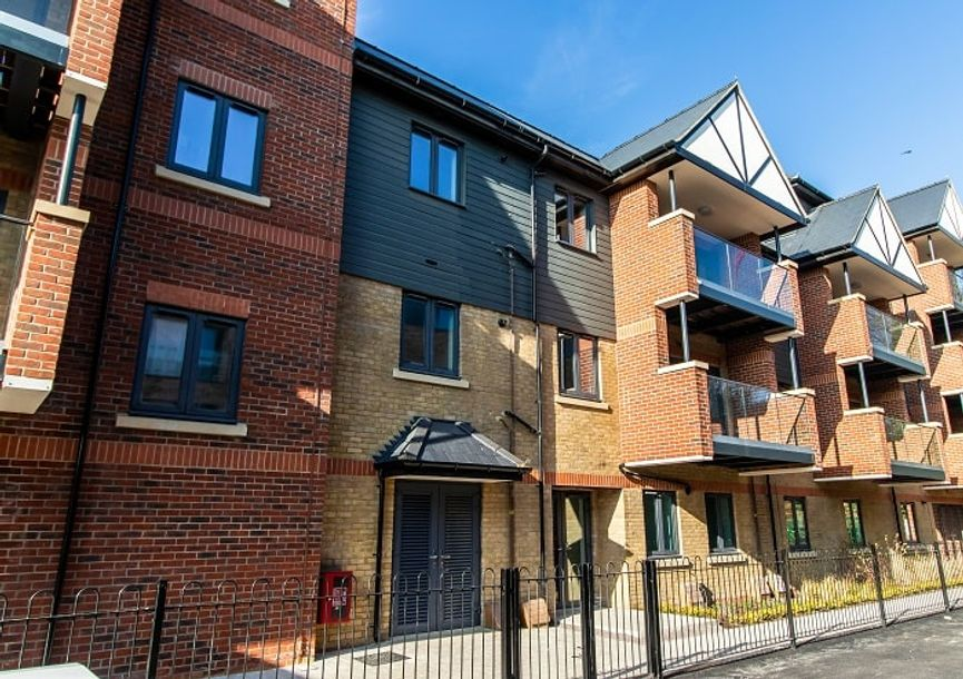 Midland House - 1 bed apartment in Hillingdon