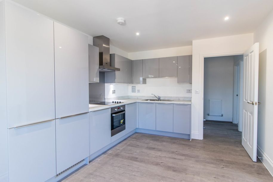 Midland House - 2 bed apartment in Hillingdon
