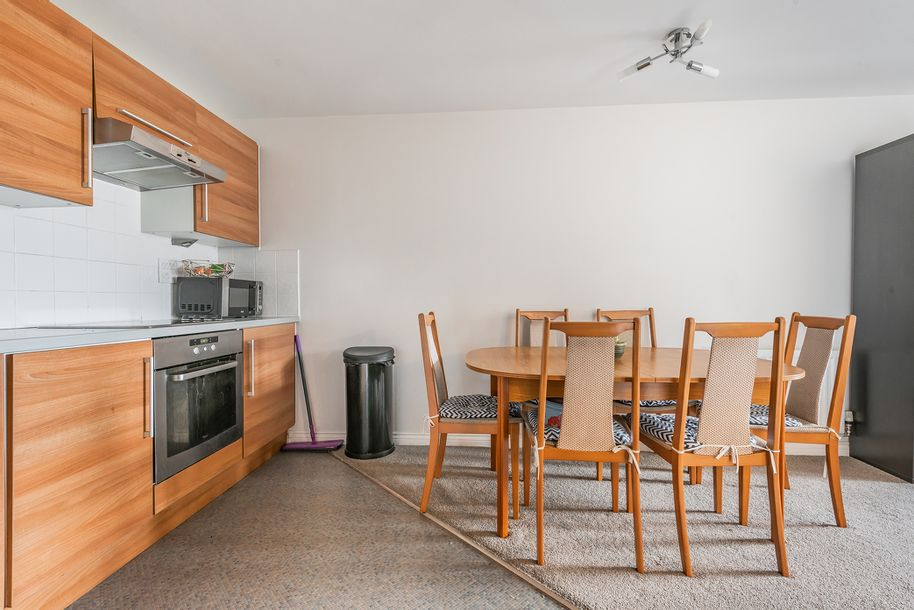 2 bedroom apartment in Redhill - Surrey