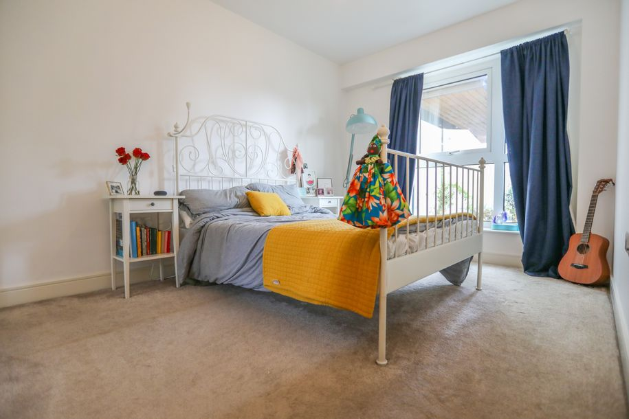 1 bedroom apartment in Ealing - Share to Buy