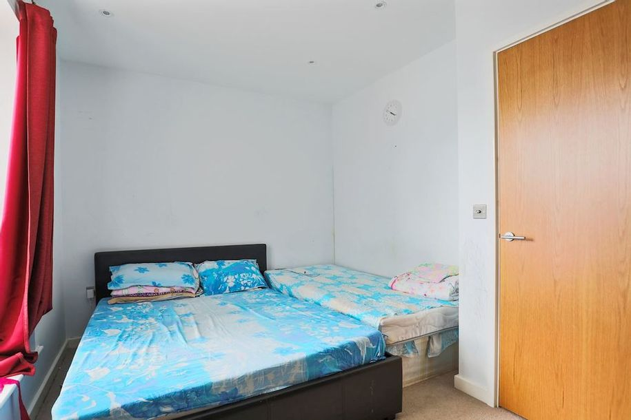 3 bedroom apartment in Newham