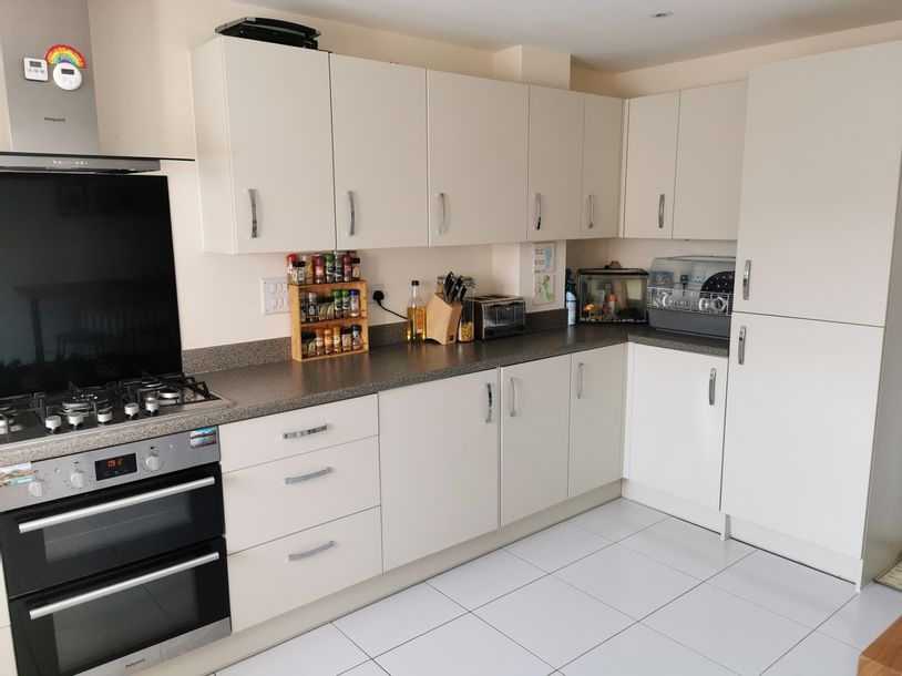 4 bedroom house in Winnersh - Wokingham