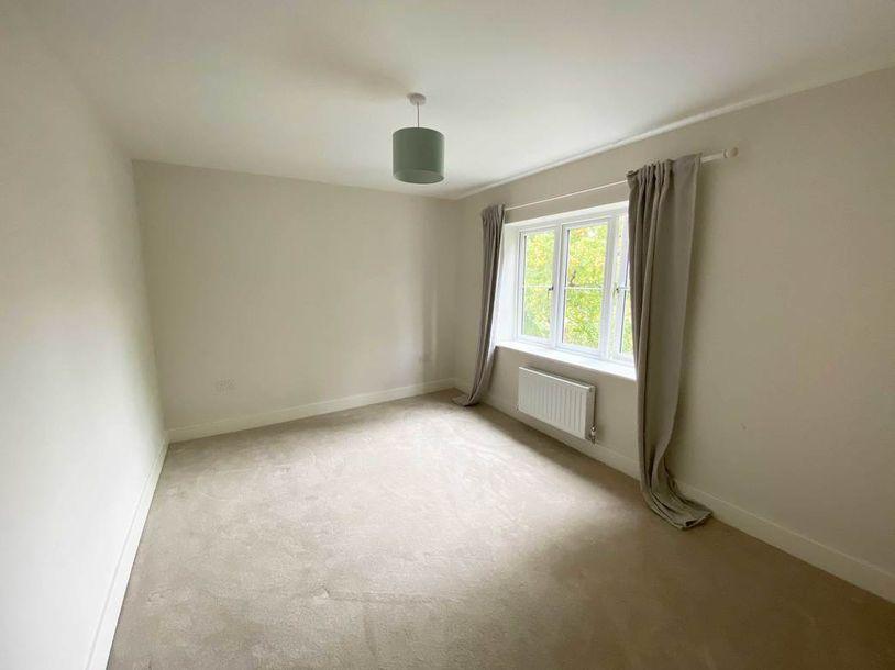 2 bedroom apartment in Surrey - Surrey