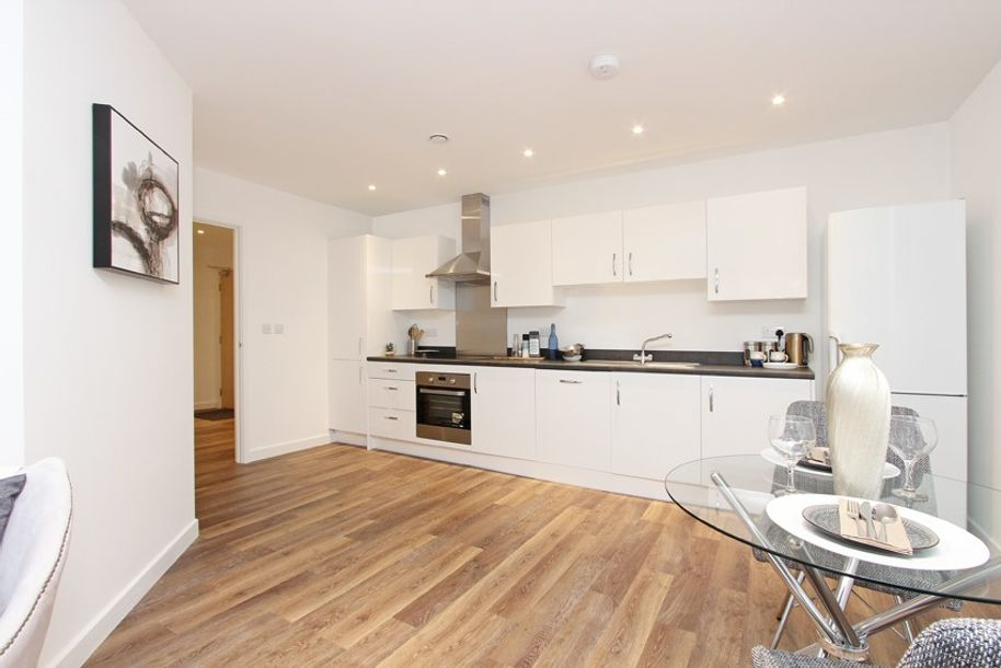 Renaissance West - 2 bed apartment in Ealing