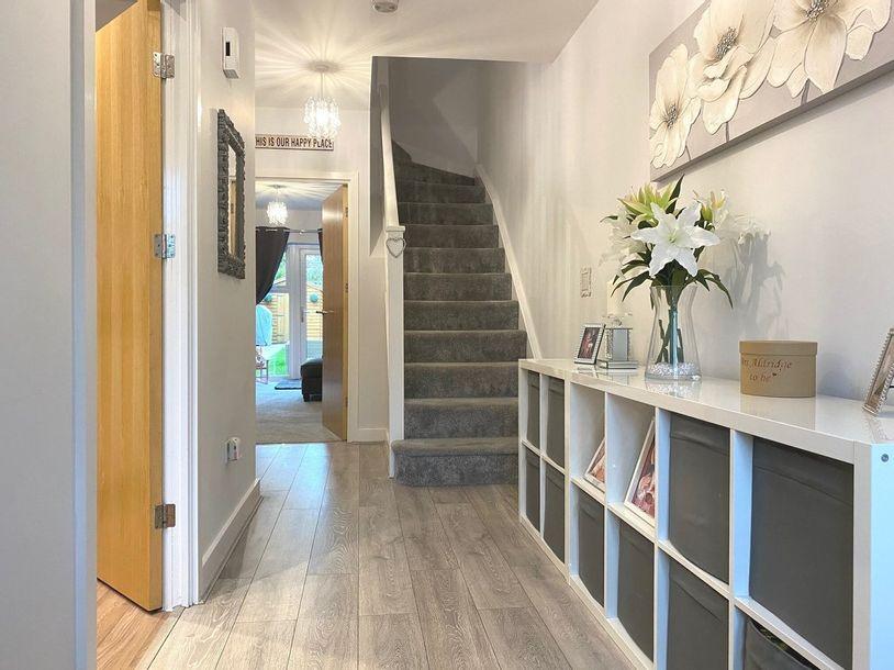 2 bedroom house in Sunbury - Surrey