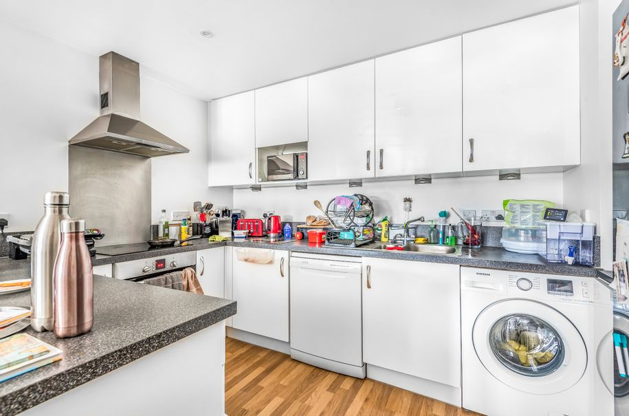 2 bedroom apartment in Bournemouth - Bournemouth