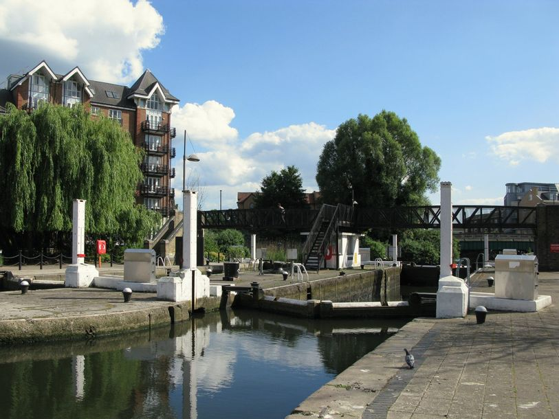 The Moorings - 3 bed apartment in Hounslow