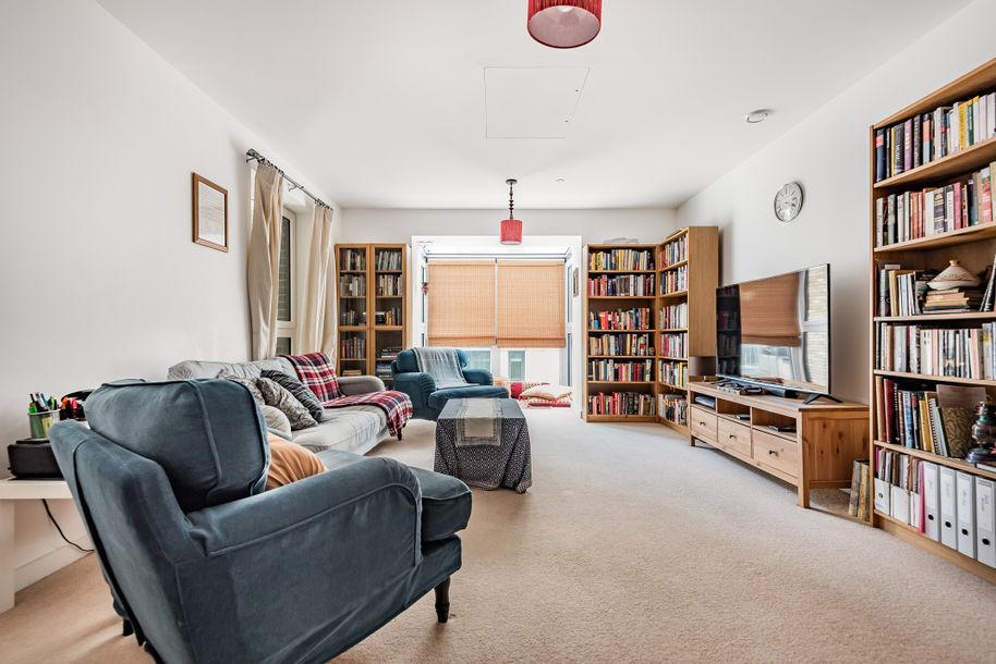 3 bedroom apartment in Tower Hamlets