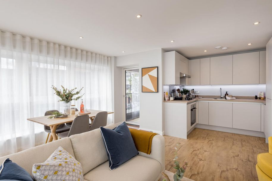 Brooklands Park - 2 bed apartment in Ashford - Surrey