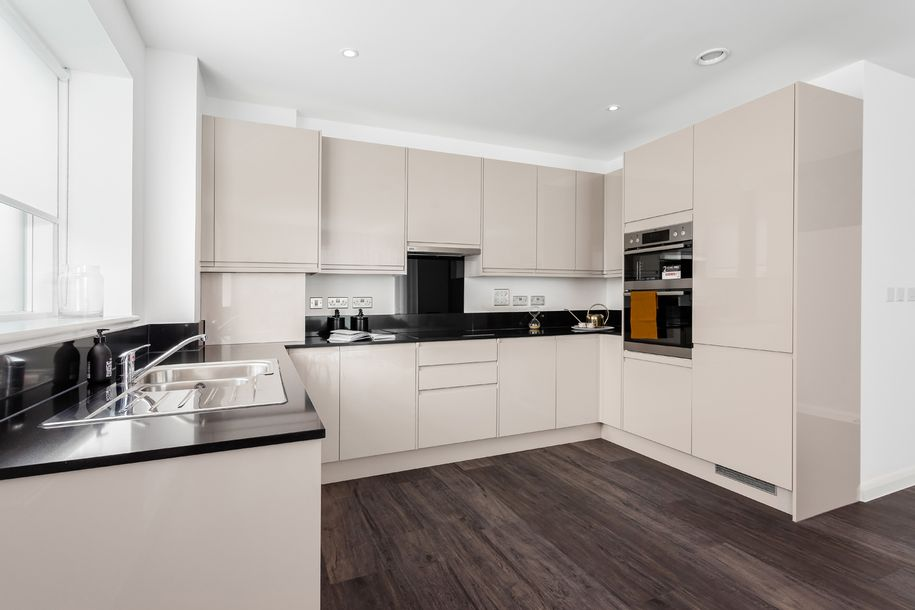 Waterside Heights - 2 bed apartment in Hillingdon